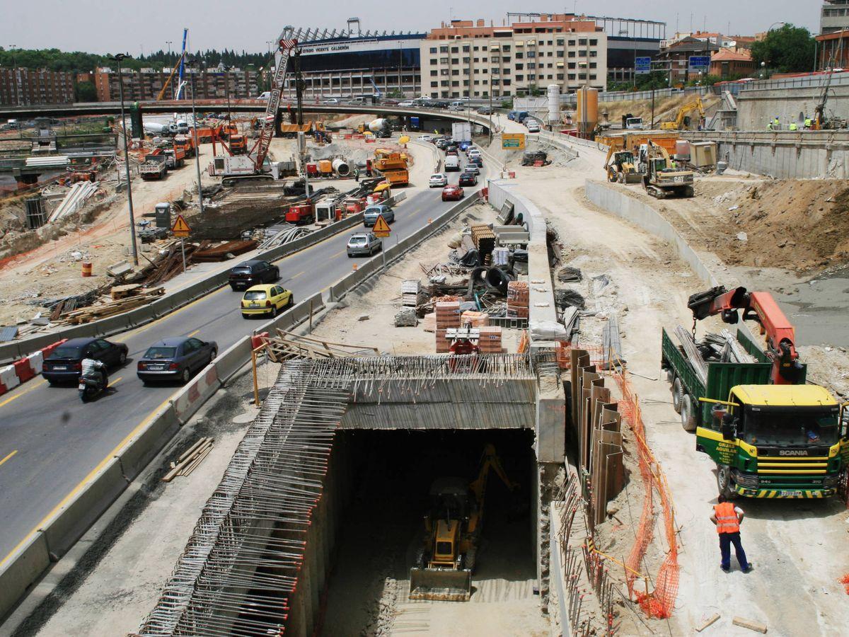 Foto: Imagen de archivo de 2006 en las obras de los túneles de la M-30 a la altura del estadio Vicente Calderón. (Reuters)