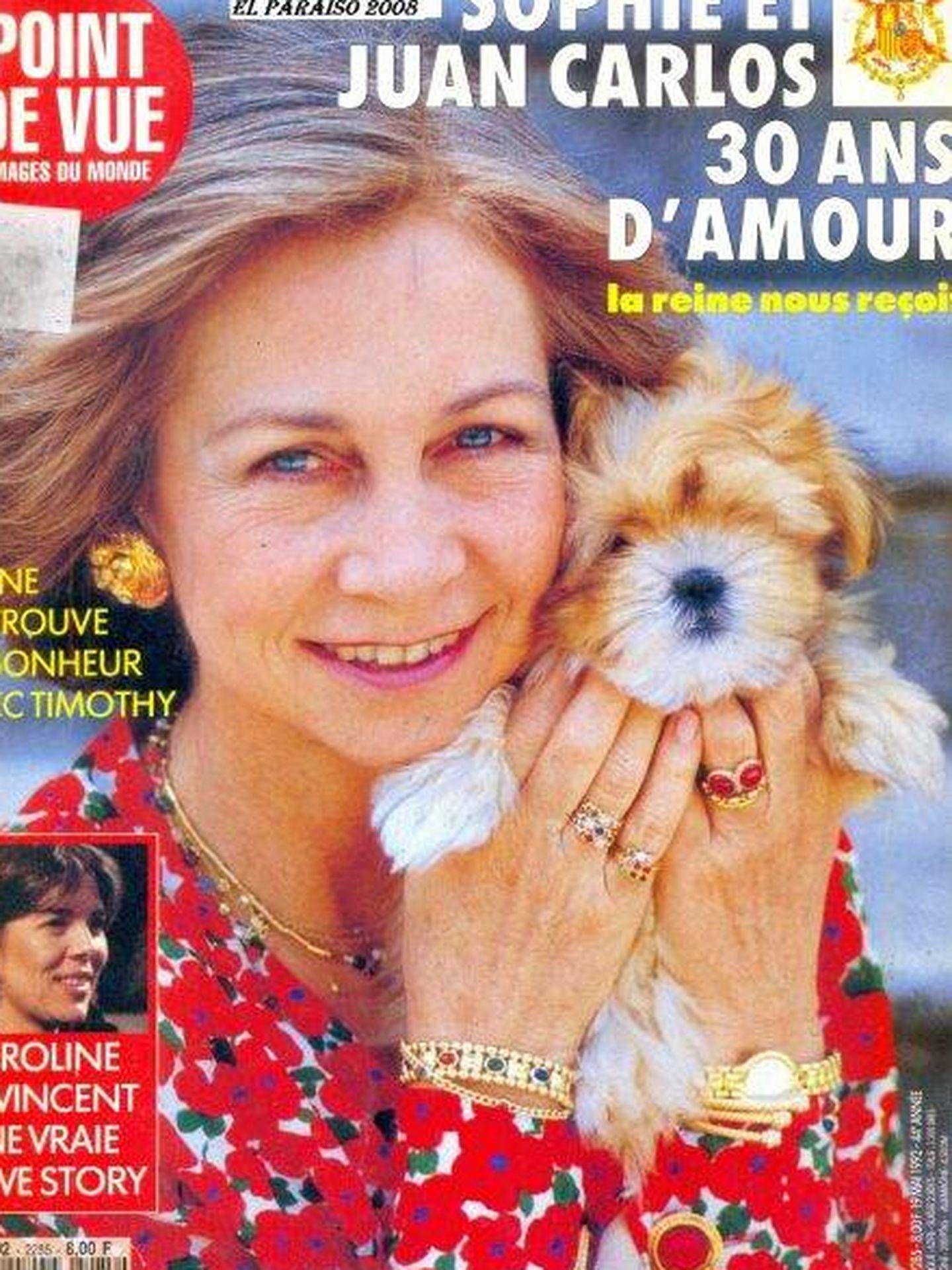 La reina Sofía, con su anillo de compromiso en la portada de la revista 'Point de Vue'.