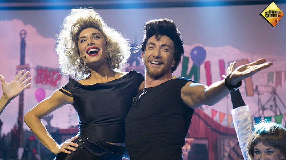 Foto: Pilar Rubio y Pablo Motos bailan uno de los temas de 'Grease'.