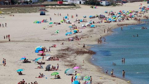 Playas andaluzas con bandera azul y reabre el comercio de Sao Paulo: el día en fotos