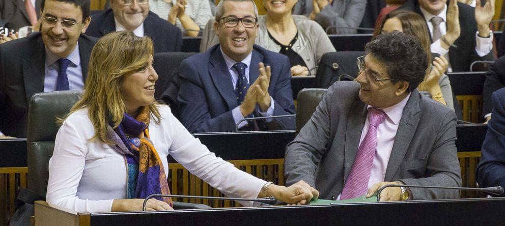Foto: Susana Díaz y Diego Valderas, tras la aprobación del los presupuestos de 2014. (Efe)