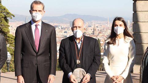El elegante (y misterioso) vestido de Letizia para su visita sorpresa a Barcelona