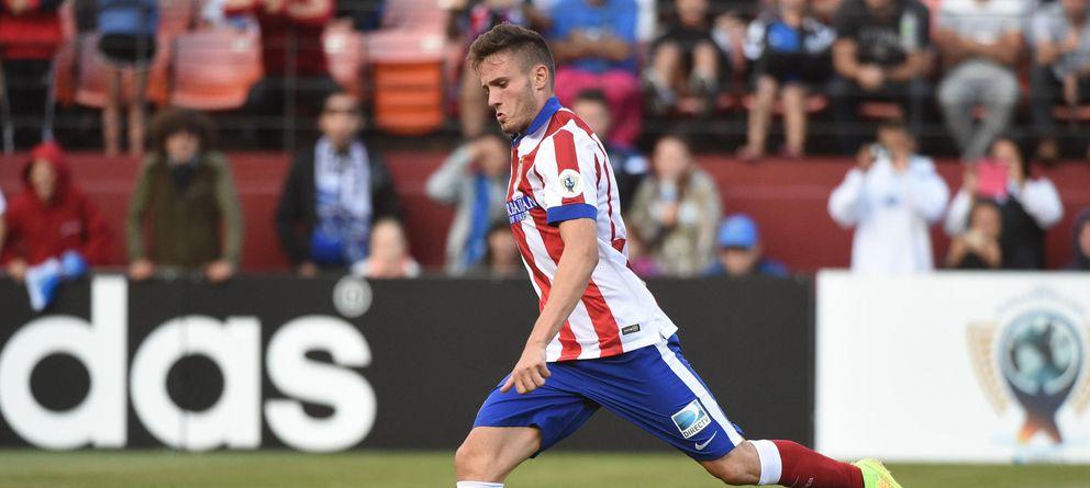 Foto: Saúl se dispone a lanzar un penalti durante la pretemporada con el Atlético.