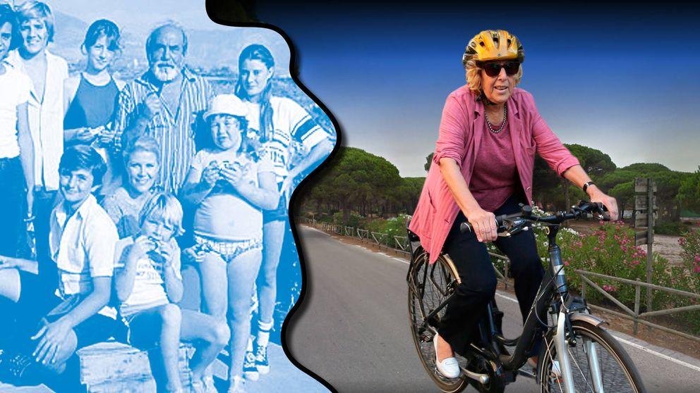 Casa con jardín, llavero del PP y una bici, el 'verano azul' de Carmena en Cádiz