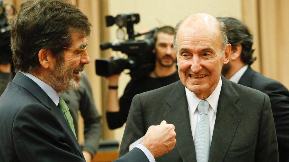 Foto: Miquel Roca (d), junto al socialista José Enrique Serrano, presidente de la comisión de modelo territorial, este 10 de enero en el Congreso. (Inma Mesa | PSOE)