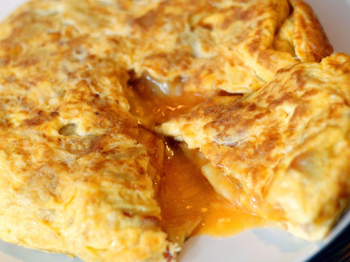 Foto: Tortilla de patata, ¿con o sin cebolla? (EFE)