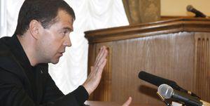 """Medvedev promete """"matar"""" a los terroristas"""