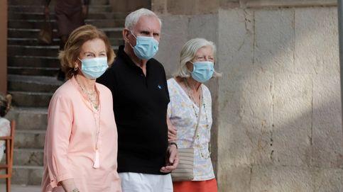 Fotos exclusivas: La reina Sofía, de paseo en Palma con dos de sus grandes amigos