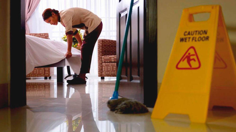Catalán regulariza 'in extremis' el servicio de limpieza tras su alegato antiexplotación