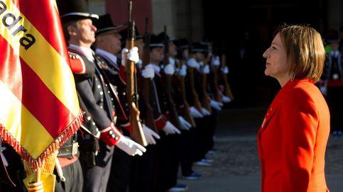 La Guardia de Honor de los Mossos se despide de Forcadell en el Parlament