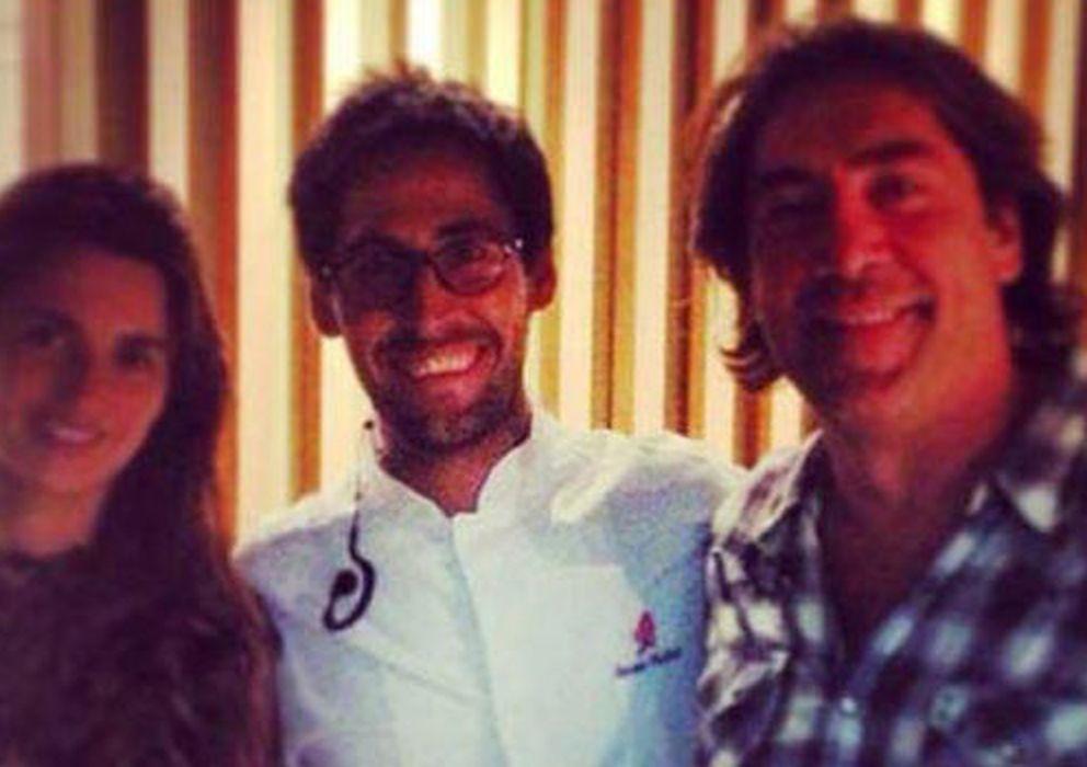 Foto: La pareja de actores junto a Javier, el hijo del dueño del Palacio Cibeles