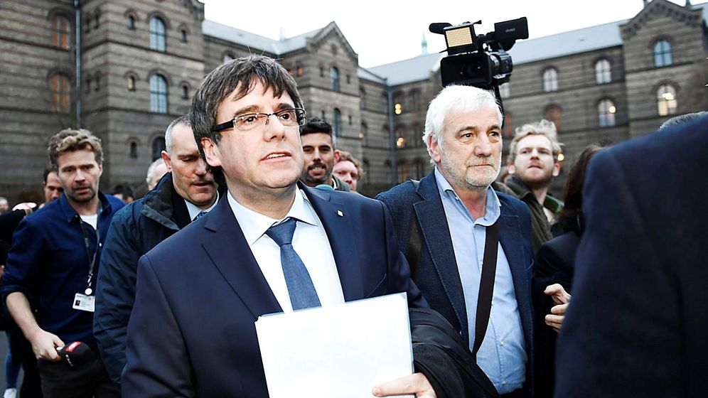 Foto: El expresidente catalán Carles Puigdemont, a su llegada para participar en un coloquio organizado por la Universidad de Copenhague. (EFE)