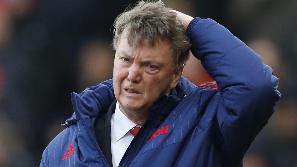 Van Gaal medita la rendición mientras Quique hurga en la herida del Chelsea