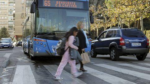 Localizan a la mujer que quemó a 2 pasajeros tras echar ácido en un autobús de Madrid