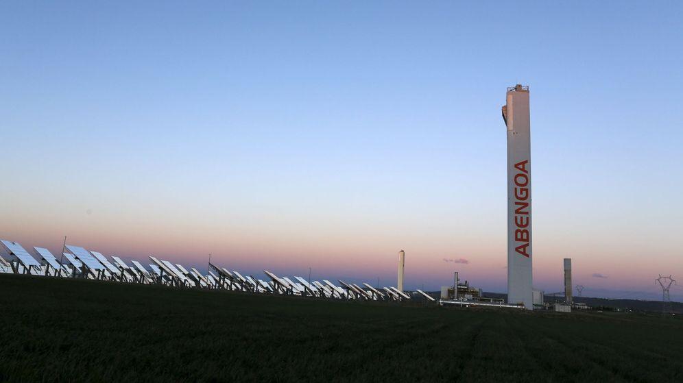 Foto: Paneles solares de la empresa Abengoa. (Reuters)