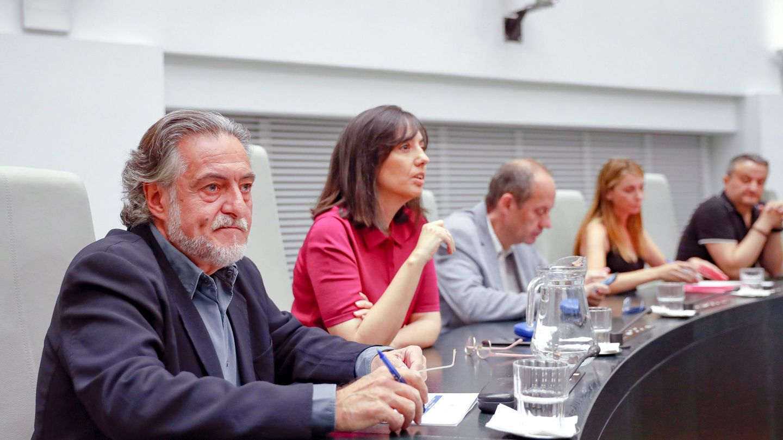 Pepu Hernández, con los ediles de su grupo Mercedes González, Ramón Silva, Mar Espinar y Pedro Barrero, el pasado 1 de julio en el Ayuntamiento de Madrid. (EFE)