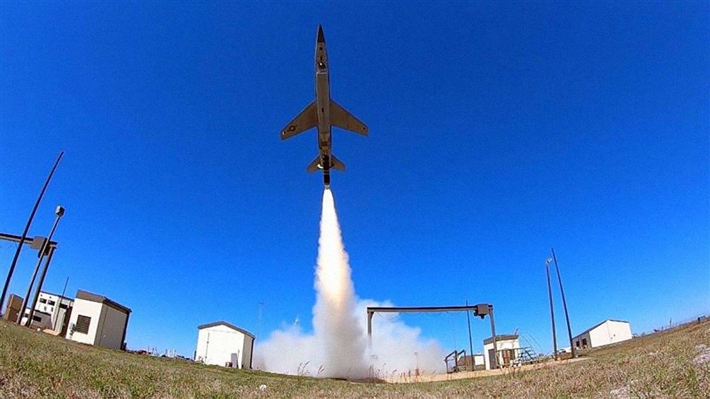 Primer vuelo del piloto de combate artificial que reemplazará a los humanos