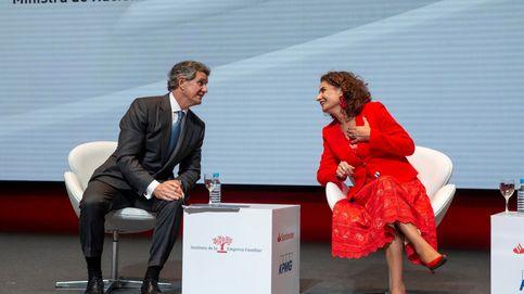 Casado y Montero constatan ante la empresa familiar su alianza imposible en política fiscal