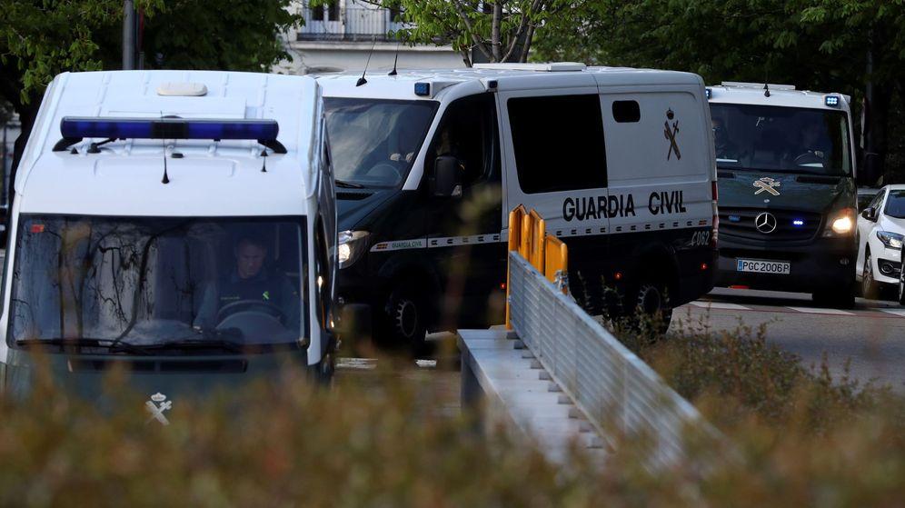 Foto: El furgón que traslada a los presos llega a la Audiencia Nacional. (EFE)
