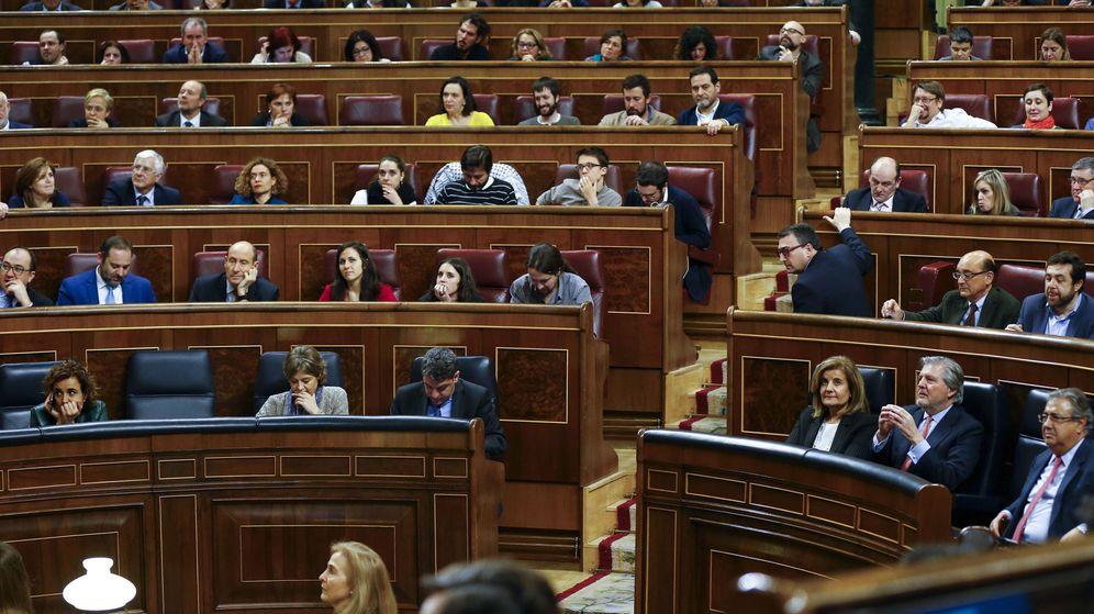 Foto: Momento de una de las votaciones durante el pleno del Congreso. (EFE)