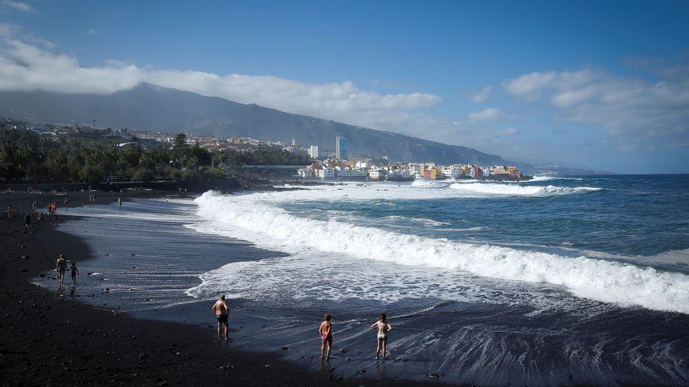 Foto: Playa de Puerto de la Cruz, en Tenerife. (EFE)