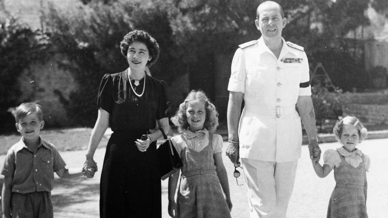 Pablo y Federica, con sus tres hijos.