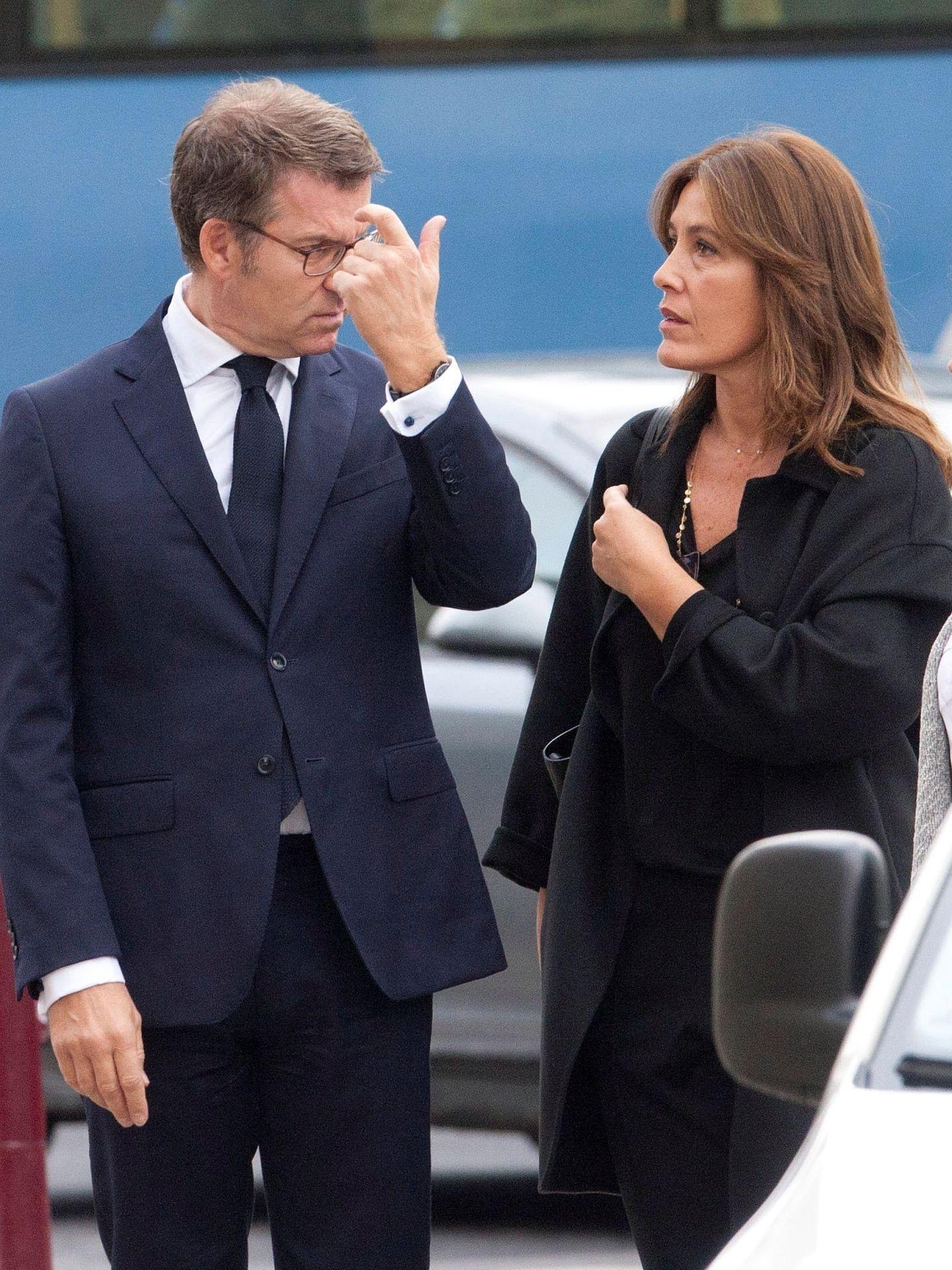 Feijóo y Cárdenas, en el último adiós al padre de Rajoy. (EFE)
