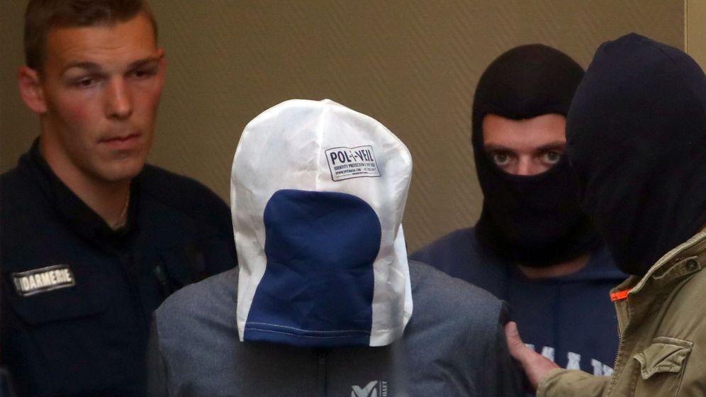 Foto: Josu ternera escoltado por agentes franceses. (Reuters)