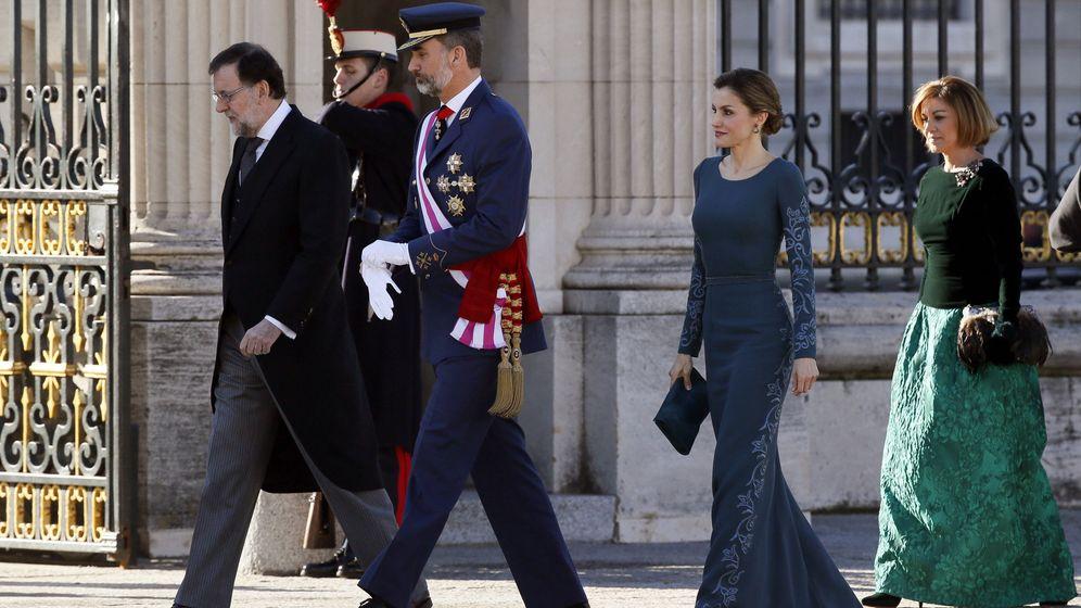 Foto: Felipe VI y la reina Letizia, junto al presidente del Gobierno, Mariano Rajoy, en la última Pascua Militar. (EFE)