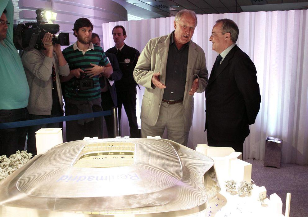 Foto: El propietario del estudio GMP Architekten-l35-Ribas, Volkin Marg, junto a Florentino Pérez (EFE)