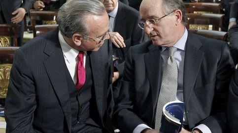 El juez del caso Villarejo levanta la imputación a Fainé, Brufau, CaixaBank y Repsol