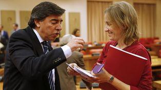 Los veteranos del PP en el Congreso hacen de guías a los recién llegados de Podemos