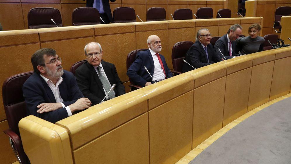 Foto: Los senadores, Francesc Antich (i) y José Montilla (2i), el pasado 15 de marzo en la Cámara Alta. (EFE)