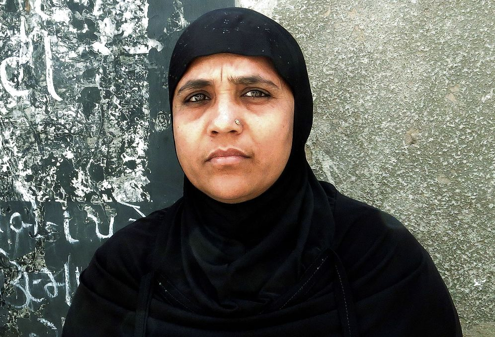 Foto: Shakeela Bano, testigo que perdió a su familia en la matanza de musulmanes que tuvo lugar en 2002 en Gujarat. (EFE)