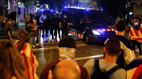Directo 1-O | Los 'mossos' intentan evitar que los radicales asalten el Parlament