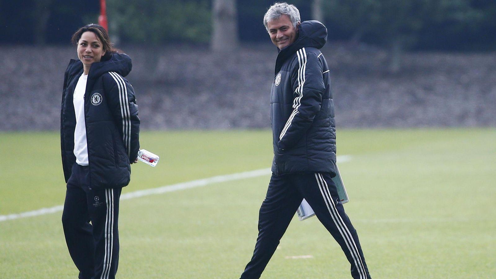 Foto: Eva Carneiro y José Mourinho, durante un entrenamiento del Chelsea (Reuters)