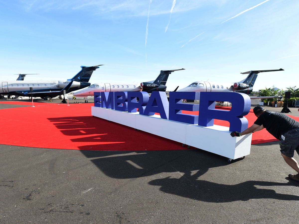 Foto: Aviones de Embraer en una feria aeronáutica en EEUU en 2019. (Reuters)
