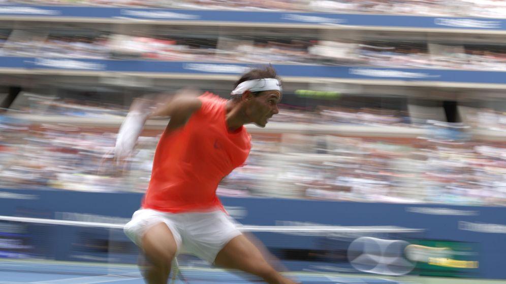 Foto: Rafa Nadal persigue una bola en el US Open (EFE)