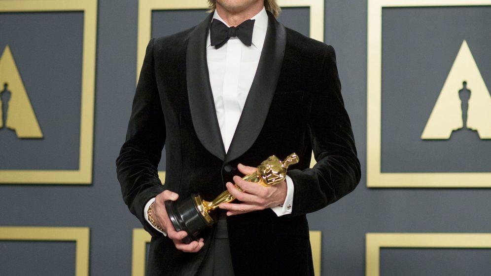 Foto: Brad Pitt con su Oscar al mejor actor de reparto. (EFE)