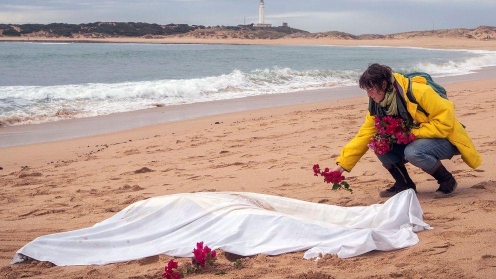Nuevo naufragio de una patera en Cádiz: hallan el cadáver de una mujer en El Palmar
