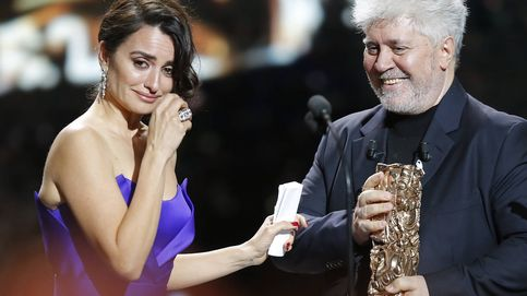 PenélopeCruz recibe el César de Honor de manos de Pedro Almodóvar