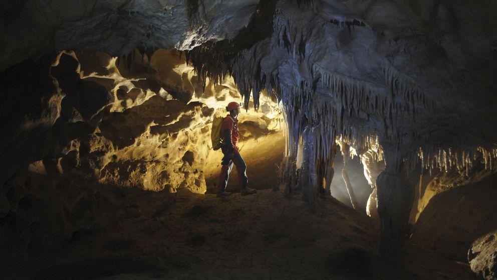 Localizadas en buen estado las espeleólogas desaparecidas en la cueva de Cantabria