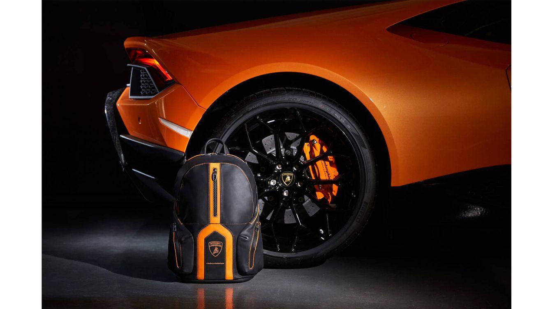 Foto: La mochila, diseñada por el equipo de diseño de Piquadro, combina materiales técnicos típicos de los súper deportivos Lamborghini, como el Alcantara y la fibra de carbono, para obtener un cuero suave y liso de gran calidad y acabado mate.