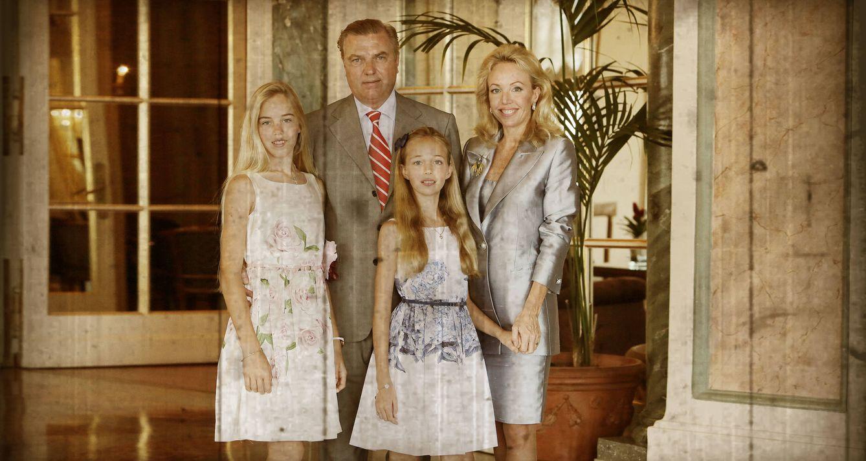 Foto: Los duques de Castro con sus dos hijas (Vanitatis)