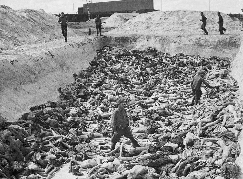 Foto: Cuerpos en Bergen-Belsen descubiertos tras la liberación