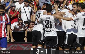 El Valencia aprovecha la siesta de siete minutos del Atlético para soñar con ser un grande