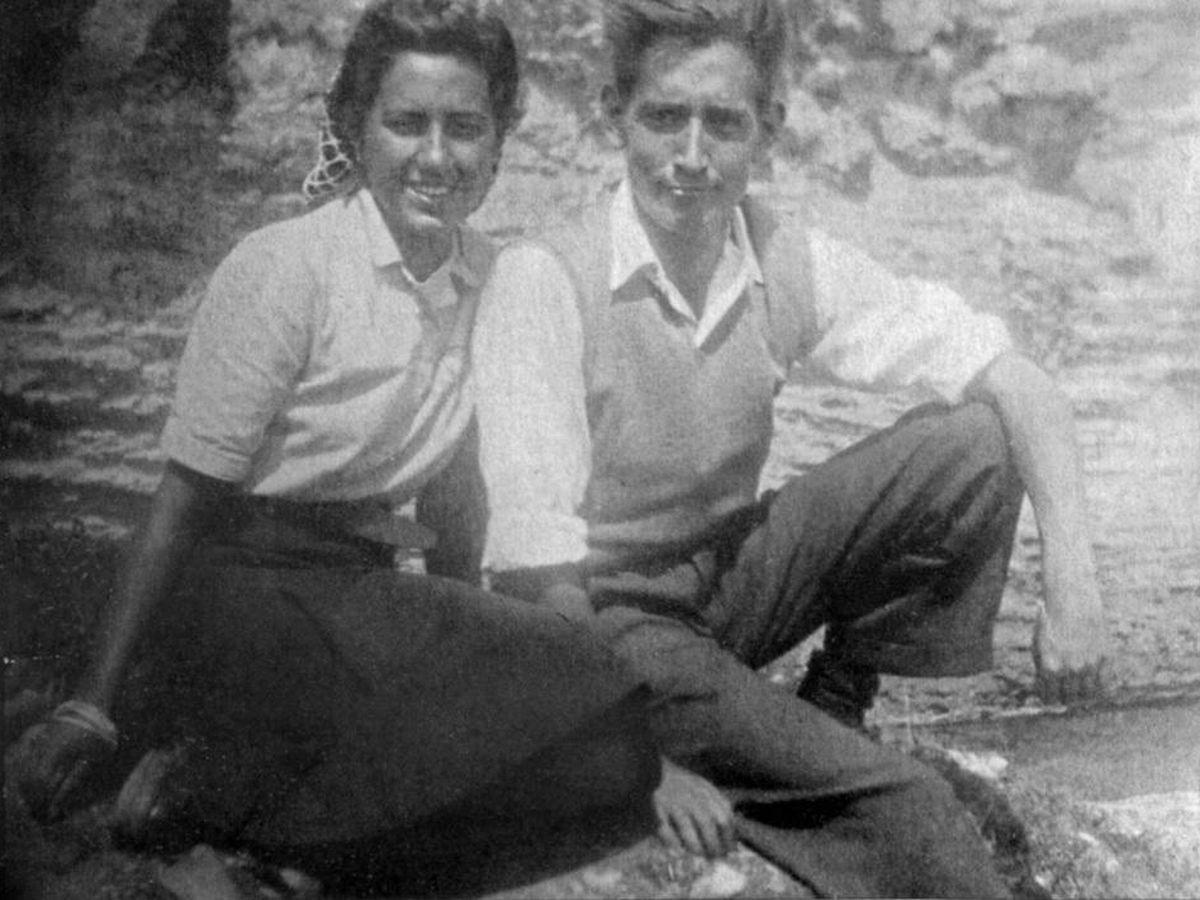 Foto: Miguel Delibes, con Ángeles de Castro cuando aún eran novios. (Fundación Miguel Delibes)