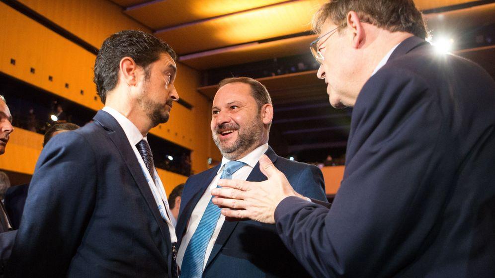 Foto: El ministro de Fomento, José Luis Ábalos (c), junto al presidente de la Generalitat Valenciana, Ximo Puig (d), y el conseller de Territorio de la Generalitat de Cataluña, Damià Calvet. (EFE)