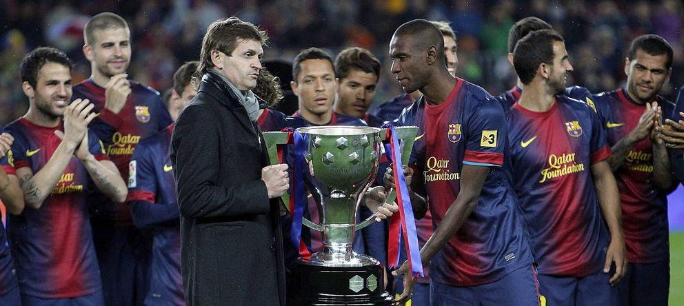 Foto: Tito Vilanova, con el trofeo de campeón de Liga de la pasada temporada (EFE)