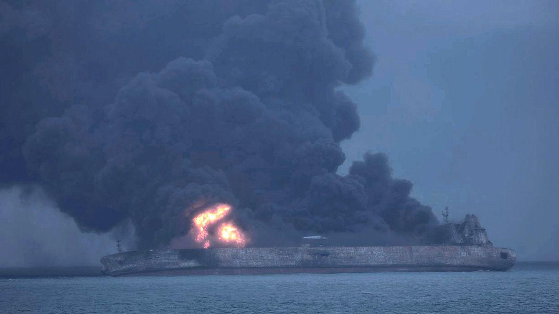 Un petrolero iraní accidentado en China se hunde tras una explosión